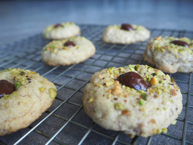 Sinfully Good For You Dark Chocolate Pistachio Cookies from Confessions of a Mommyaholic.