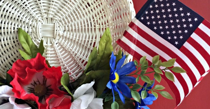 Make this adorable 4th of July Wreath in 15 minutes!