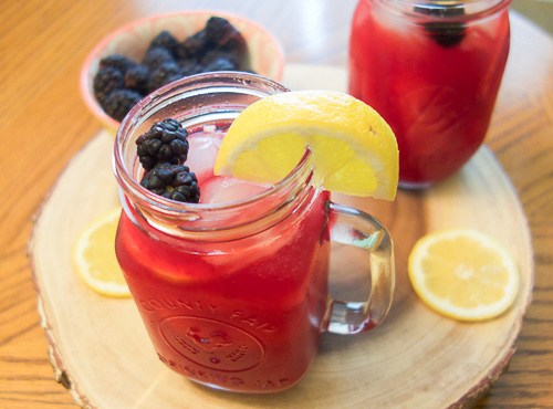 Learn how to make this delicious blackberry lemonade! A tasty summer time treat!