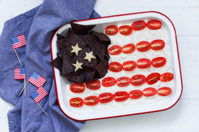 Heluva Good! Patriotic Flag Dip Recipe from Confessions of a Mommyaholic.