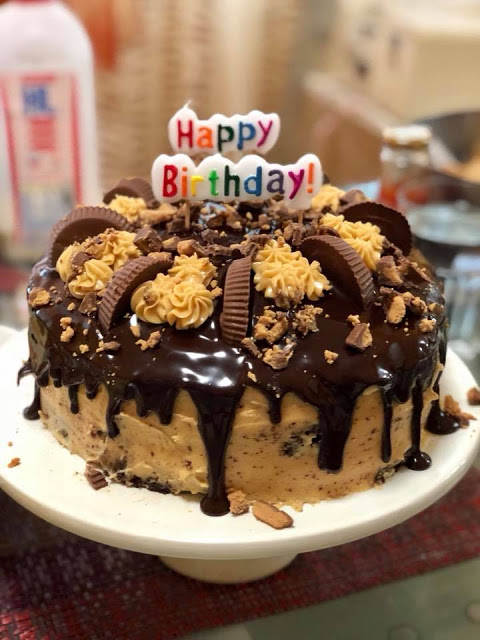 Peanut Butter Chocolate Reese's Birthday Cake from Kocina de Pinay in Singapura.