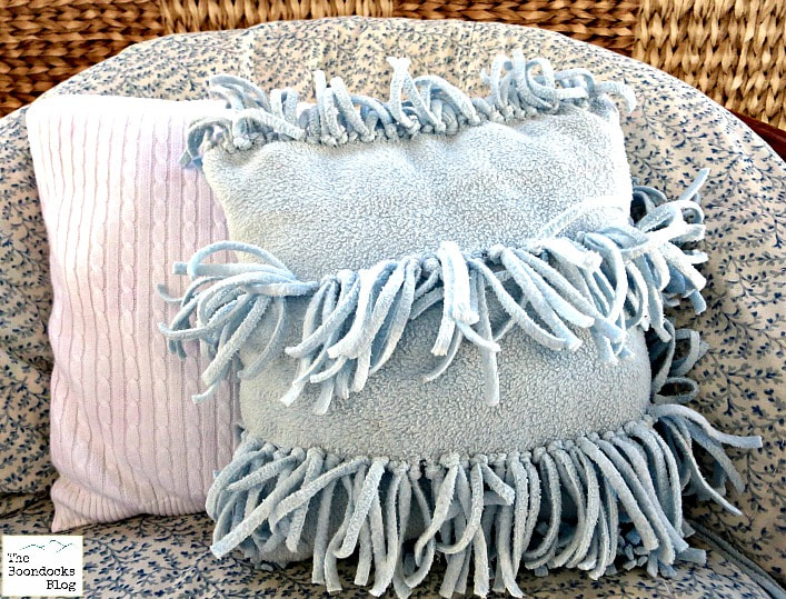 Almost No-Sew Fleece Pillow from The Boondocks Blog.