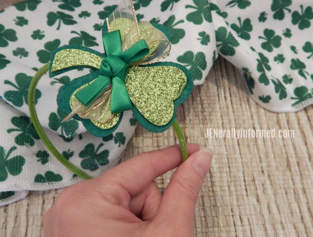DIY Lucky #Shamrock Pins & Headbands! #stpatricksday