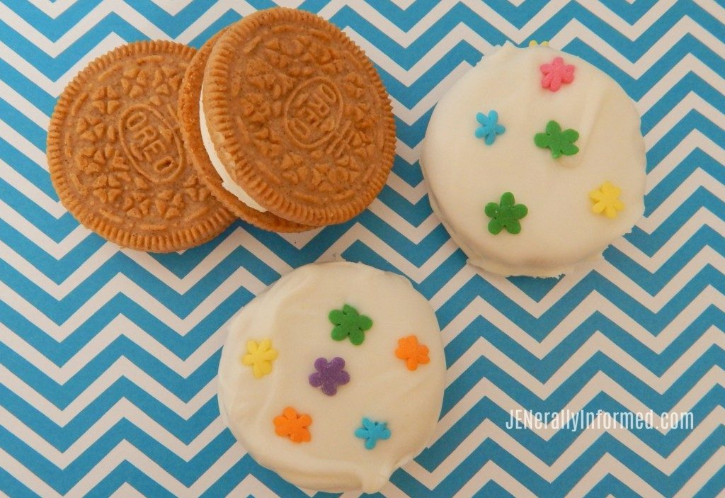 Learn how to make these adorable Spring inspired Chocolate Dipped Carrot Cake flavored Oreo's!