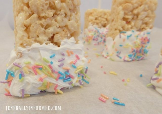 Learn to make #Unicorn Rice Krispie Treat Pops! #baking #food #easyrecipes #dessert