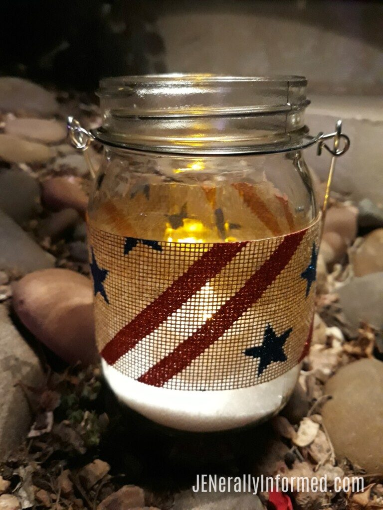 Take advantage of summer evenings and make these DIY #Americana outdoor hanging lanterns! #easycrafting #interiordesign