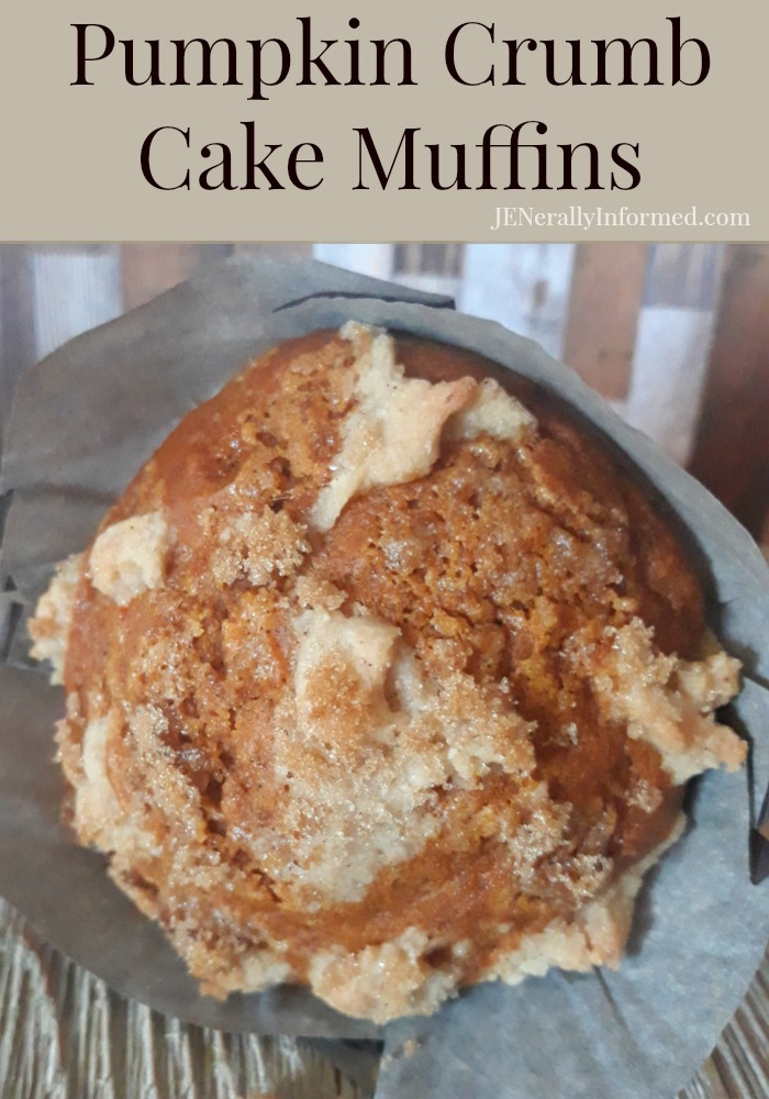 Get ready for a delicious pumpkin crumb cake muffin recipe perfect for Fall! #cooking #pumpkinrecipes