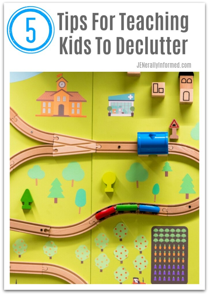 Do you feel like your kids need some lessons in decluttering? Here are 5 easy eays to teach them how to do this like a boss!