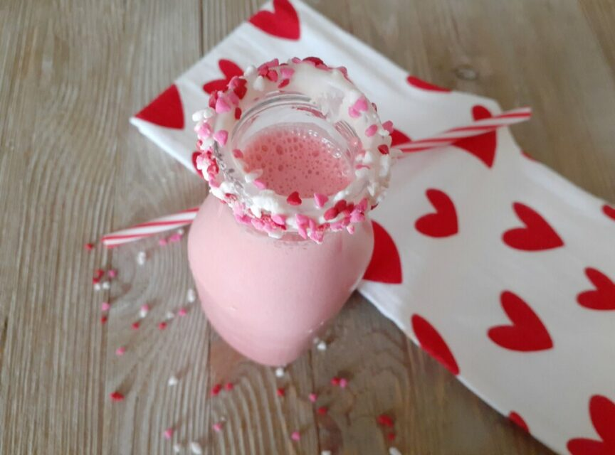 Enjoy an easy to make red velvet quick shake with only 3 simple ingredients! #cooking #drinks #ValentinesDay