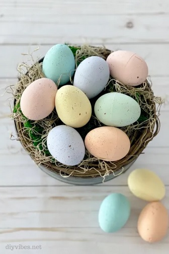How to Make Speckled Easter Eggs from DIY Vibes.