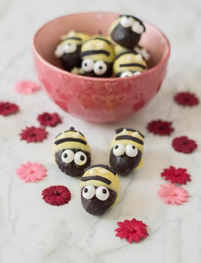 Bumblebee Oreo Truffles from This Mom's Confessions.