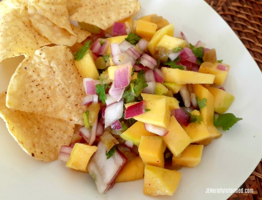 Bursting with flavor! Grab this recipe for delicious and easy to make (only 7 ingredients) mango salsa. #cooking #recipes