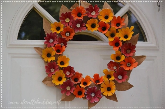 DIY Fall Wreath from Egg Tray from Doodle Buddies.