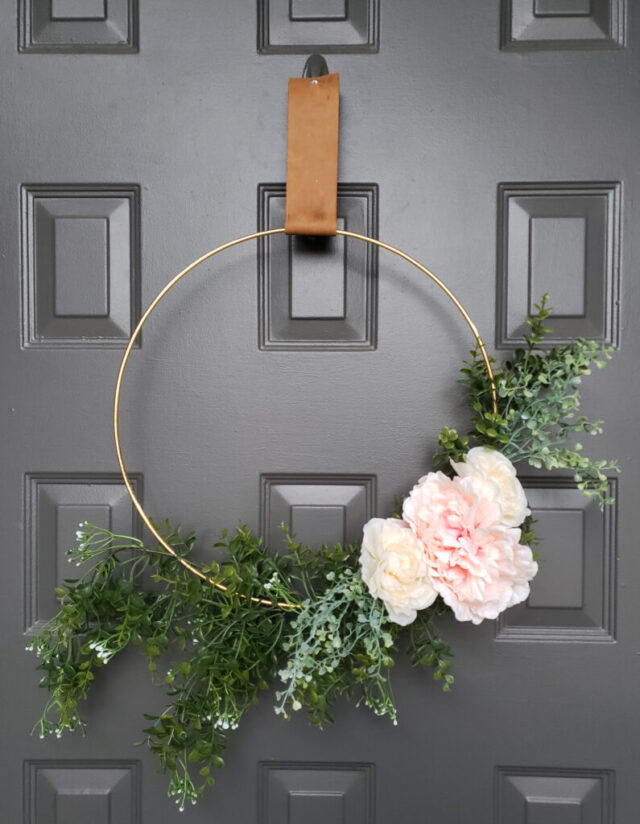 Simple modern spring wreath from Twelve O Eight Blog.