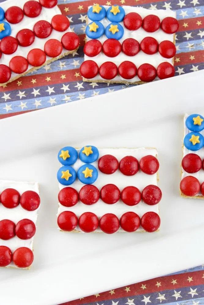 American Flag Graham Cracker Patriotic Treats Recipe Tutorial from This Mom's Confessions.