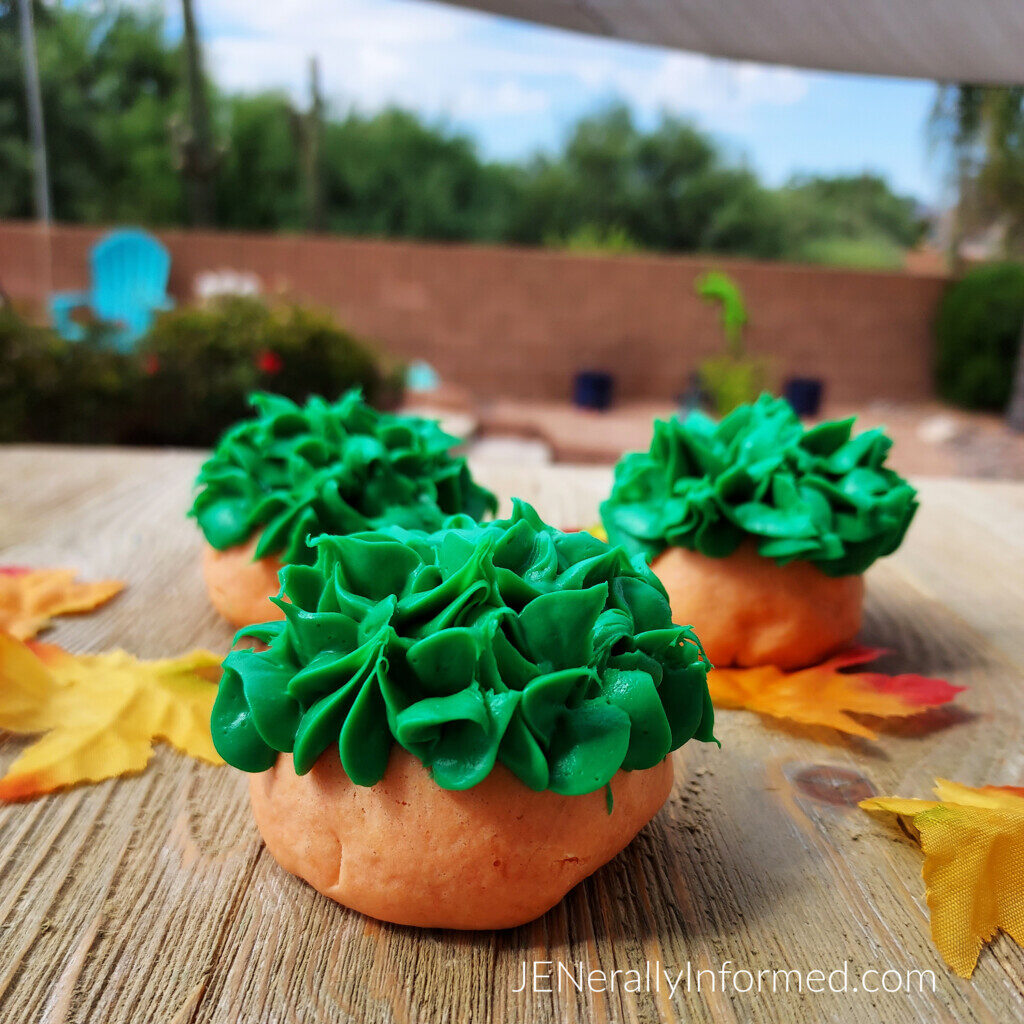 Do you love all things pumpkin? Then you are going to want to try these easy to make sugar cookies that look like pumpkins!