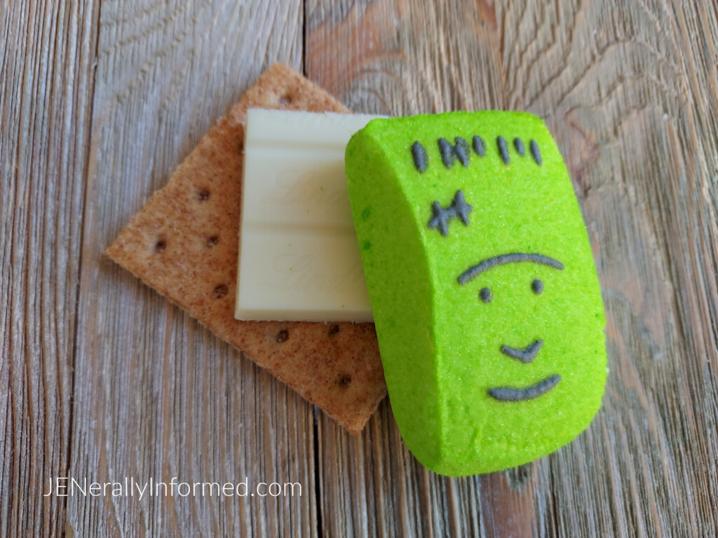 Halloween-inspired treats in less than 5 minutes! Easy to make Frankenstein Oven-Baked Halloween S'mores! #Halloween